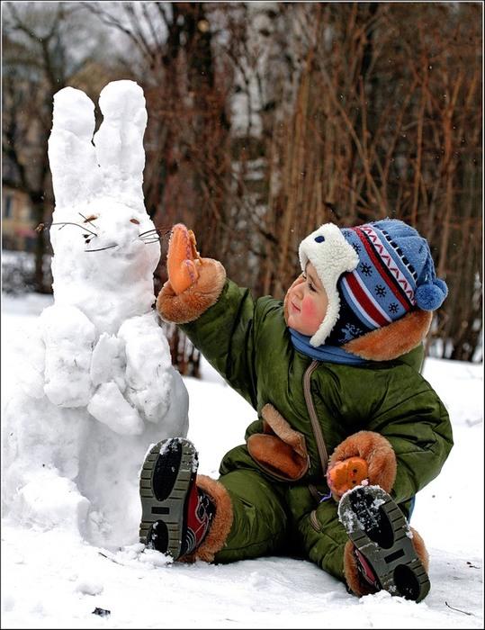 Зимнее фото детей на прогулке