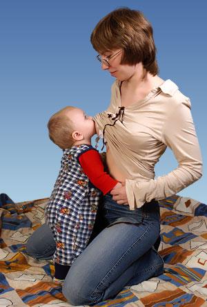 Мальчик трогает сиську фото 281-91